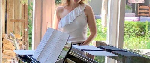 Pianist begeleid zangeres